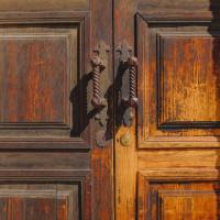275 · The door